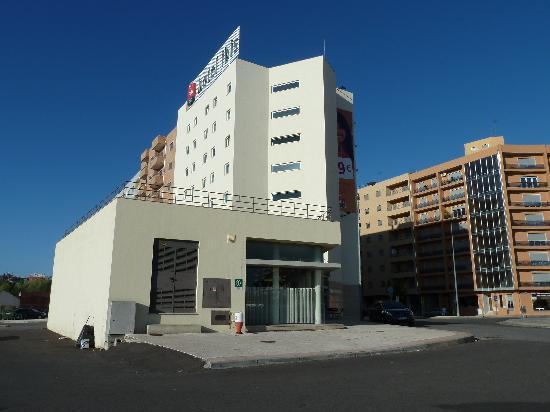 Hotel Ibis Braganca: hotel building