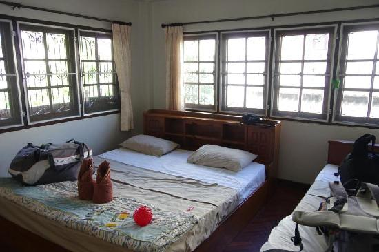 Libra Guest House: Chambre triple