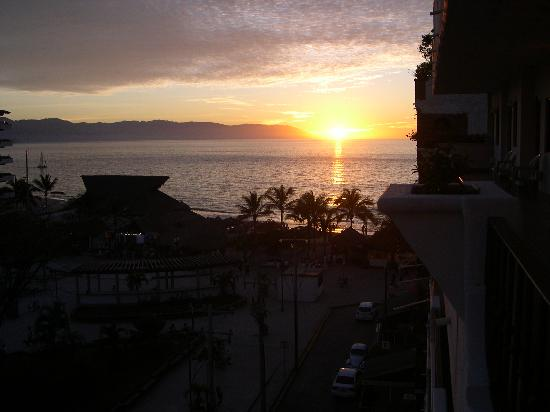 Eloisa Hotel: sun set from the balcony