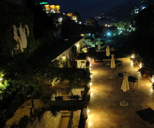Valle delle Najadi: terrazzi con panorama notturno