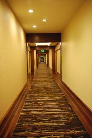 Allison Inn & Spa : hallway