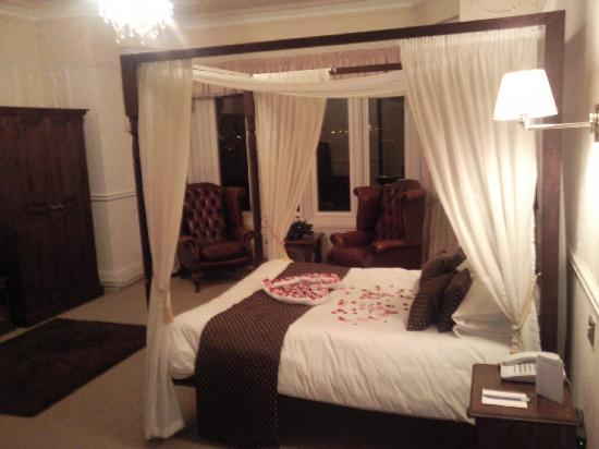 BEST WESTERN Higher Trapp Country House Hotel: Four poster room