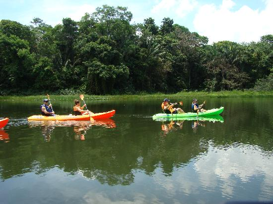 Gamboa, ปานามา: Kayaking on the Panama Canal