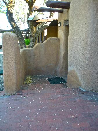 Sagebrush Inn & Suites: Patio and entrance to casita