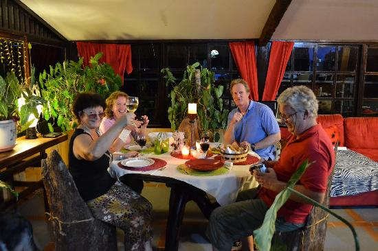B&B Hotel La Casa Romantico: Italian Dinner with Caren and Karl and friends