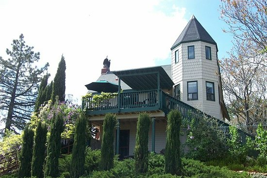 Eaglenest Bed and Breakfast: Your Victorian Home in the Townsite of Julian