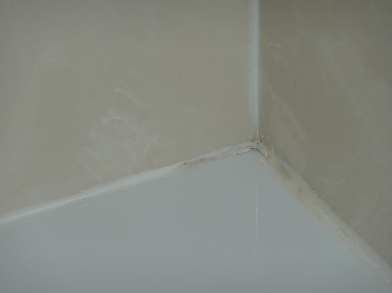 Hampton Inn Huntsville - Arsensal/South Parkway: Bath tub mold