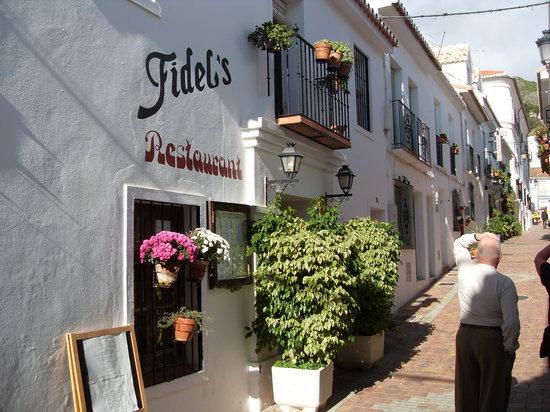 Calle Maestra entrance to Casa Fidel