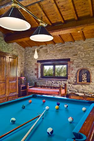 Country House Montali: be cool ,play pool