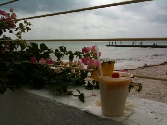 Southernmost Beach Resort: Pina Colada at pool bar