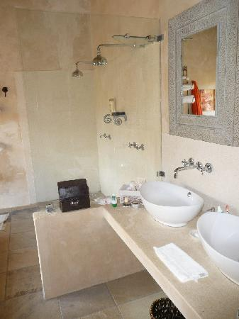 Rouxwil Country House: Twin shower luxury
