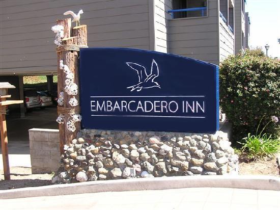 456 Embarcadero Inn & Suites: Embarcadero Inn hotel sign