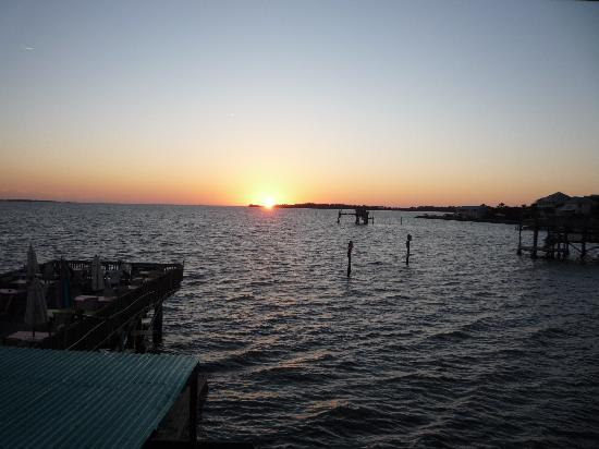 Island Hotel & Restaurant: Sunset on the Gulf of Mexico