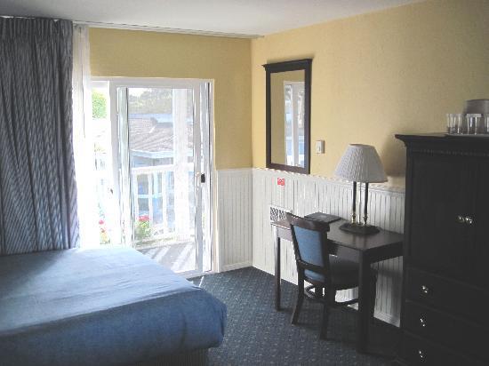 Monterey Bay Lodge : room view