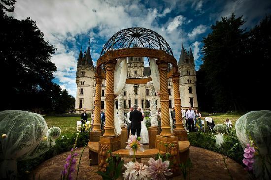 Chateau de Challain: Garden weddings