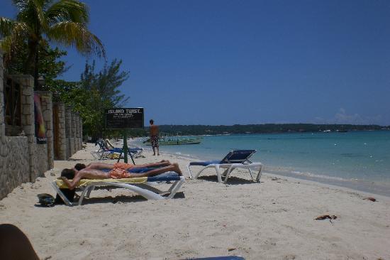 Rondel Village: beach shots