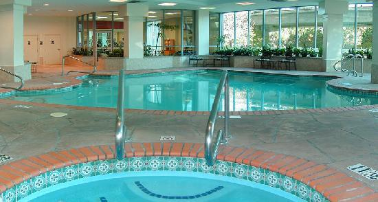 Embassy Suites by Hilton Walnut Creek : Indoor heated pool