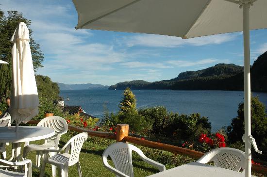 Hotel Angostura: Vista desde el jardín