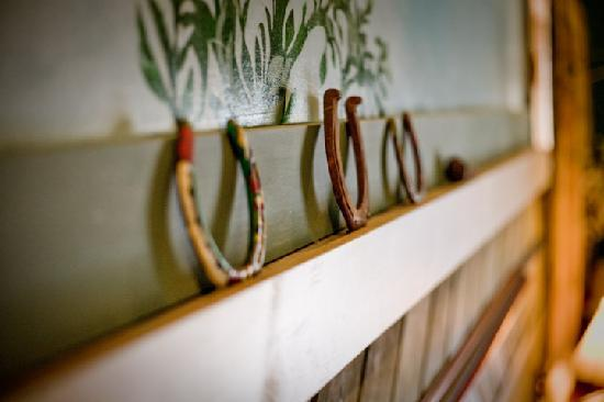 Abbey's Lantern Hill Inn: Horseshoes above Southwest Room fireplace