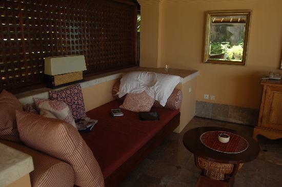 Four Seasons Resort Bali at Jimbaran Bay: Outdoor seating area at the villa