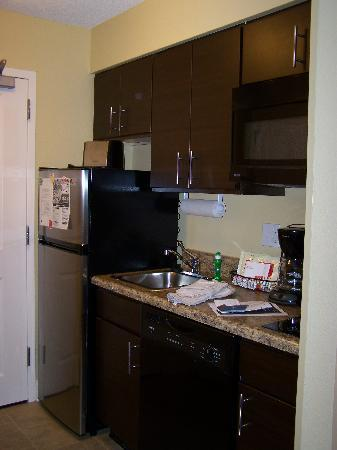 TownePlace Suites Pensacola: Kitchenette - room #423