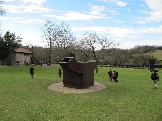 Museo Chillida-Leku: Outside Art