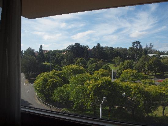 فاونتن سايد هوتل: View from fourth floor room