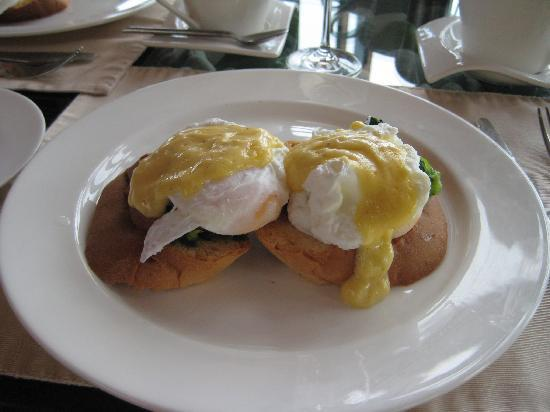 Baros Maldives: Eggs Benedict at Baros