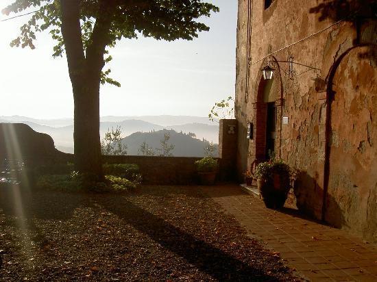 Montestigliano Farm Holidays in Tuscany: Beautiful morning at Montestigliano