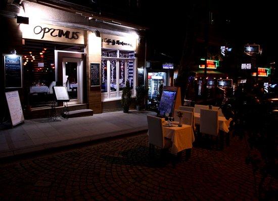 Optimus Cafe & Restaurant : Old Entrance