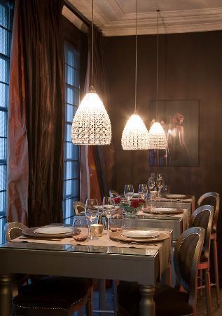 ช๊องพ์ เซลิเซ่ส์ พลาซ่า โอแตล: Restaurant/ Bar
