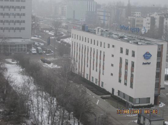Ibis Budget Krakow Bronowice: ETAP hotel seen from Novotel