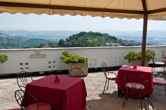 Hotel Perusia: Terrace