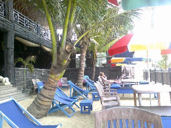 Mount Lavinia Beach : Mount Breeze in the beach