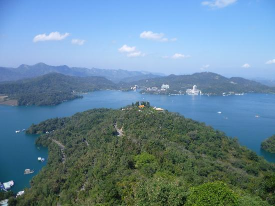 Laurel Villa: Sun Moon Lake from Cien Pagoda
