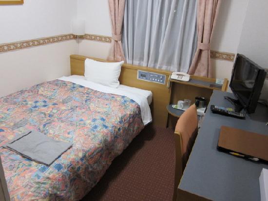 Hotel Alpha-1 Jouetsu: やや狭いが快適な客室(シングル)