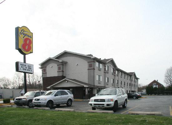Super 8 New Castle: Außenansicht vom Motel