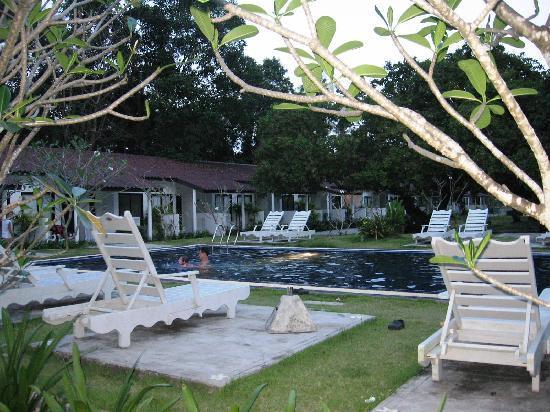 Nai Yang Beach Resort and Spa: Tropical Wing Räume und Pool
