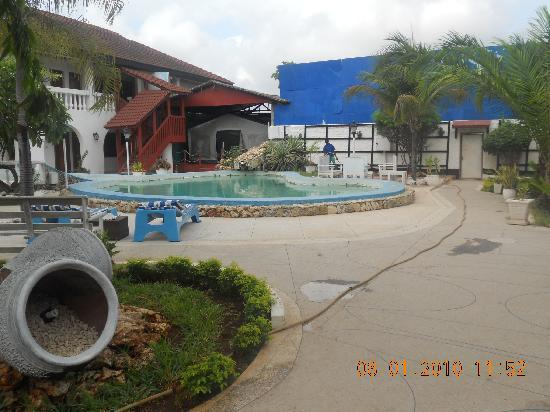 Jangwani Seabreeze Resort: Hotel Courtyard