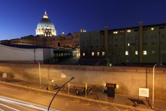 Rome ApartHotel : Vista camera San Pietro