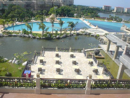 Cactus Resort Sanya by Gloria: inside view of pool