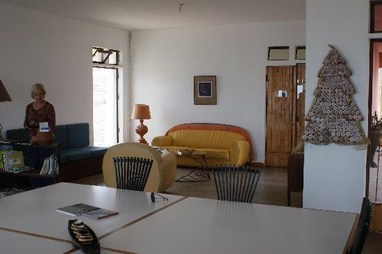 Residencial Goa : Large, shared lounge with bar