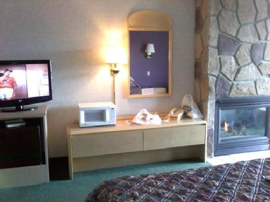 Park Tower Inn: Flat screen tv, fireplace