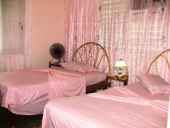 Villa Tery: Bedroom with a double and single bed, ensuite, fridge, air conditioner
