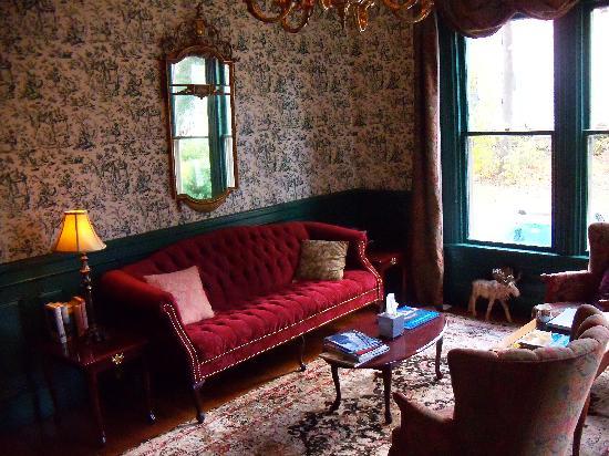 The Victoria Inn: Parlour