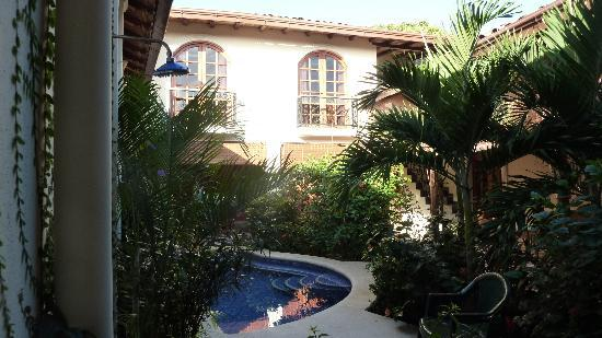 Casa Cubana: Garden with 1st floor room