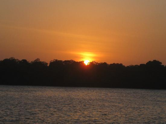 Wildfitness - Baraka House: Sunset over Mida Creek