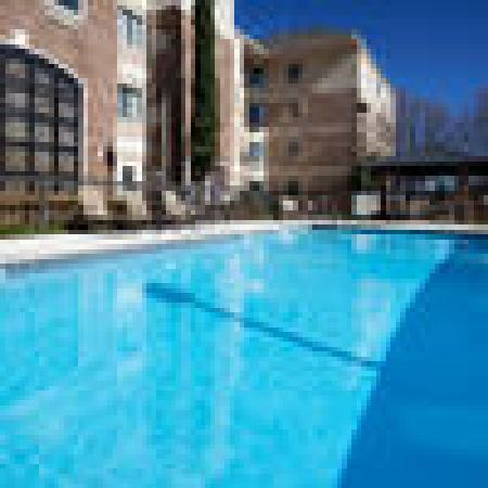 Staybridge Suites Austin-Round Rock: Enjoy cooling off in our outdoor pool