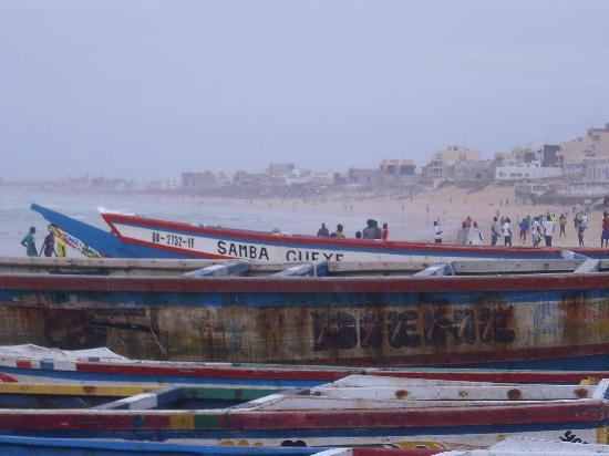SenegalStyle Bed & Breakfast: Beach at Yoff with fishing boats