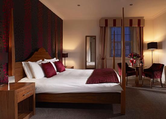 The Boleyn Hotel: Four Poster Room